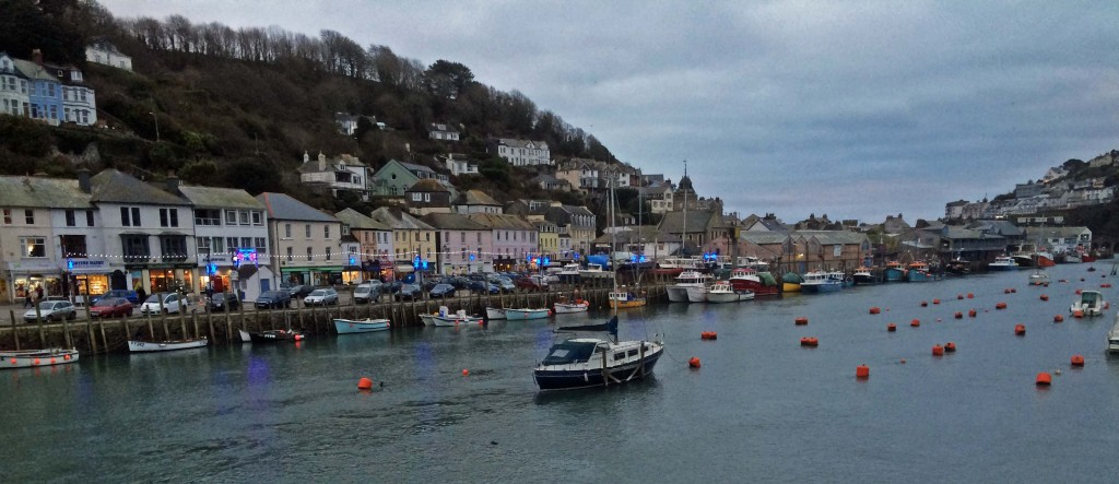 Looe is a lovely little fishing village that straddles the Looe Rover.  At dusk we walked off to find a pub for dinner.