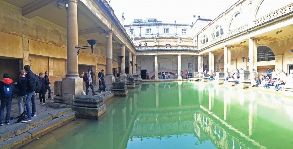 The main bath.  There are many other rooms.  This area originally had a ceiling.  Note the statues around the top.